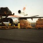 Cargotoestel wordt geladen